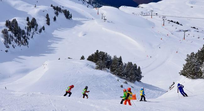Skiing in Spain for families