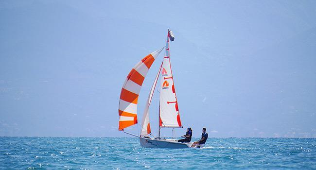 Flying and trimming a spinnaker