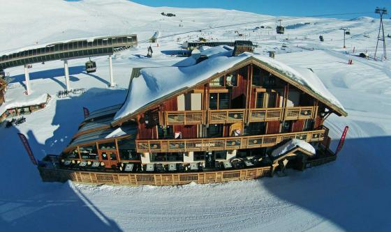 Perfectly located on the slopes by the lifts